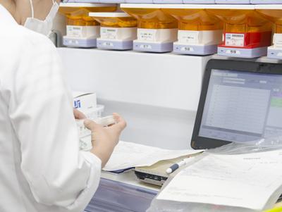 写真:薬剤服用歴の徹底管理。安全でスムーズな調剤を提供します。